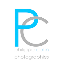logo bleu et gris sur fond blanc de Philippe Cotin photographe de mariage en Rhône-Alpes